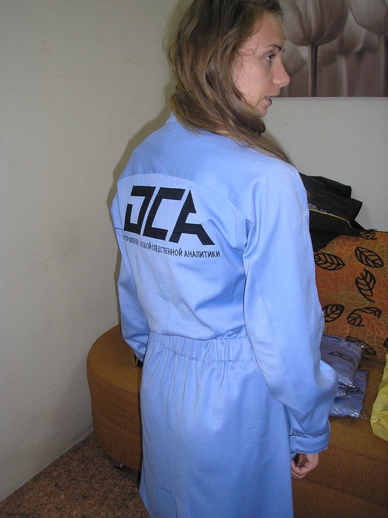 Вышивка надписей на халатах